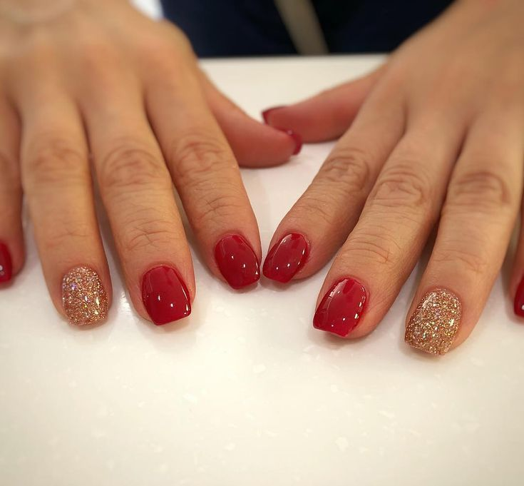 Beautiful Red And Gold Glitter Of Dipping Powder Over Natural Nails Dippowdernails Dippingpowder Rednails Go Dipped Nails Red And Gold Nails Natural Nails