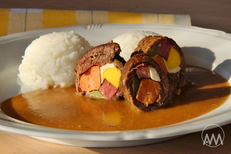 Španělský ptáček je oblíbené české jídlo připravované z hovězího masa. Navzdory jménu recept nepochází ze Španělska. Je to dušený závite...