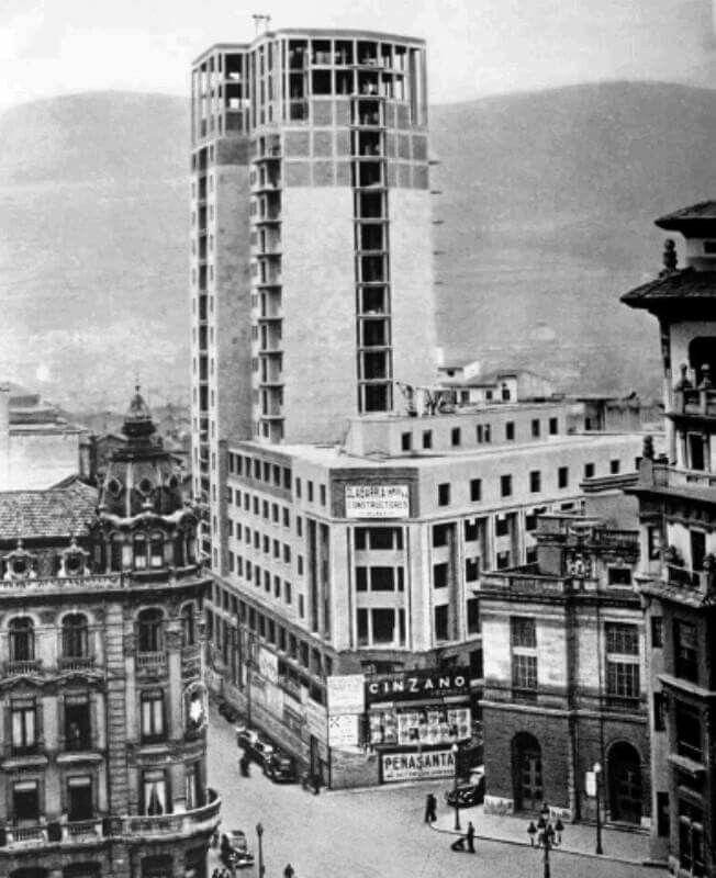 Años 50 La Jirafa en construcción