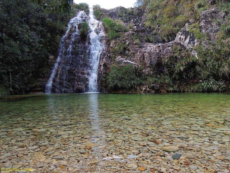 O paraíso lhe aguarda na Lagoa Azul que fica a 27km de Capitólio-MG, situada no Parque Nacional Serra da Canastra, às margens do Lago de Furnas. Com muitos encantos, o local oferece aluguel de caiaques, passeios de escuna para os turistas que podem visitar canyons, cachoeiras e muitas surpresas num local rodeado de mata nativa. Em dias de sol é possível ver a lagoa em tom azul resultado da refração nas rochas metamórficas. Todos recebem instruções sobre como apreciar e aproveitar sem…