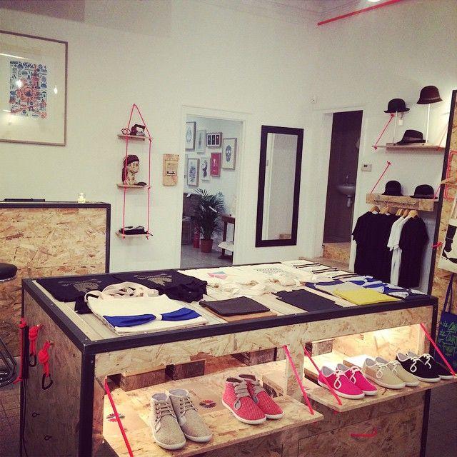 Présentoir et étagères en planches OSB - Hand Made / Home Made - Réalisé par TULAVU l'Équipe