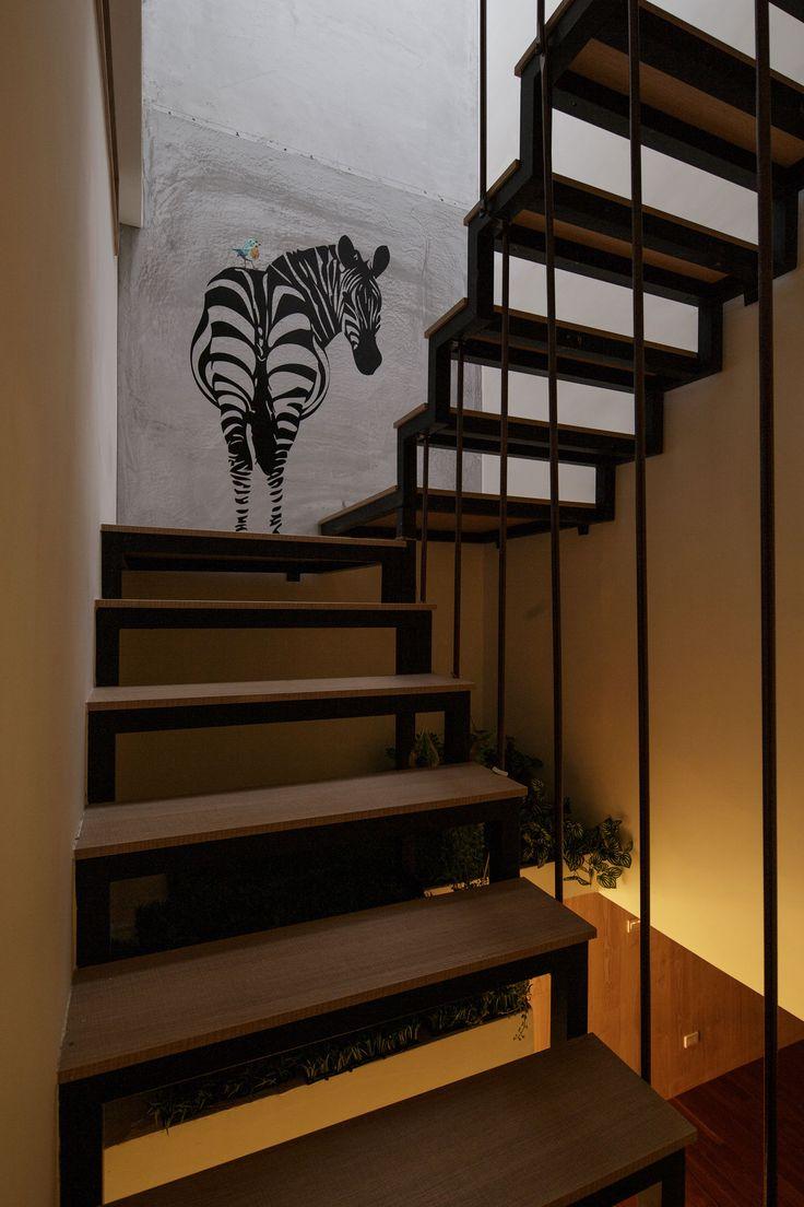 Стильная лестница на верхний этаж