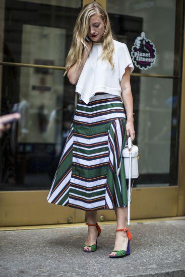 Dicas de estilo: aprenda a usar a saia evasê, tendência do verão | MdeMulher