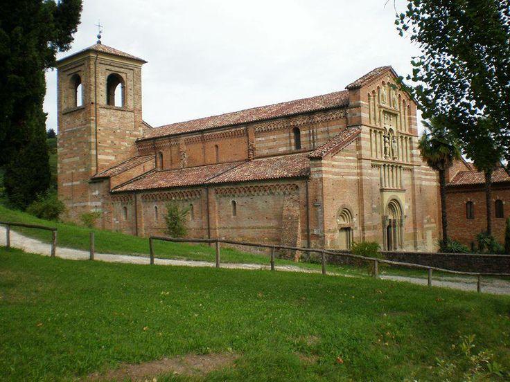Abbazia di Vezzolano, poco fuori dal paese di Albugnano (AT), definita il gioiello del romanico astigiano.