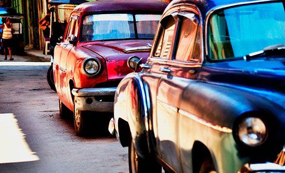 Det Klassiske Cuba. Køb rejsen på www.bravotours.dk #BravoTours #SåSigerManBravo #FeriePåDansk #Cuba #Island #Culture #Old #Cars #Red