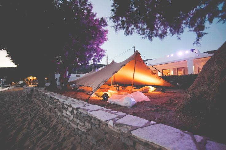 Tent with boho elements and peaceful atmosphere !