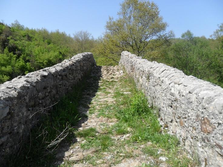 ..sul vecchio ponte medioevale ai confini tra Felitto e Magliano..