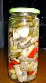 ΤΟΥΡΣΙ ΜΑΝΙΤΑΡΙΑ   1 κιλο μανιταρια   1 κουπα λευκο ξυδι   2 κουταλιες ζαχαρη   1 κουταλια σουπας κοκκους πιπερι   3 φυλλα δαφνης   Λι...
