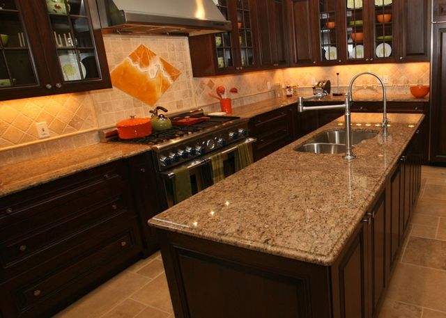 Travertine Backsplash With Santa Cecilia Countertop