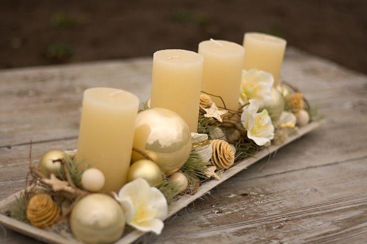 Hóóódně+dlouhý+vánoční+krémový+svícen+58cm+rozměry+svícnu+58x17cm+miska+dřevěná+umělé+sasanky+a+modřín,+baňky,+větvičky+cena+včetně+4+masivních+svíček
