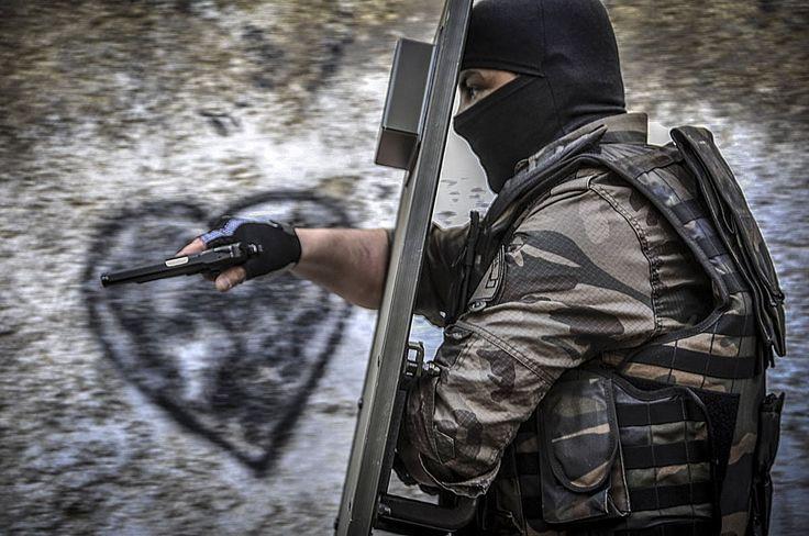 Polis Özel Harekat - Ahmet Şafak Yanlız Kurt (PÖH-JÖH)
