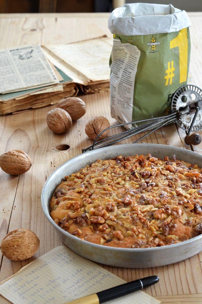 Una variante della classica torta mantovana di Pellegrino Artusi. Nella mia versione le mandorle e i pinoli sono sostituiti con gherigli di noci tritati.
