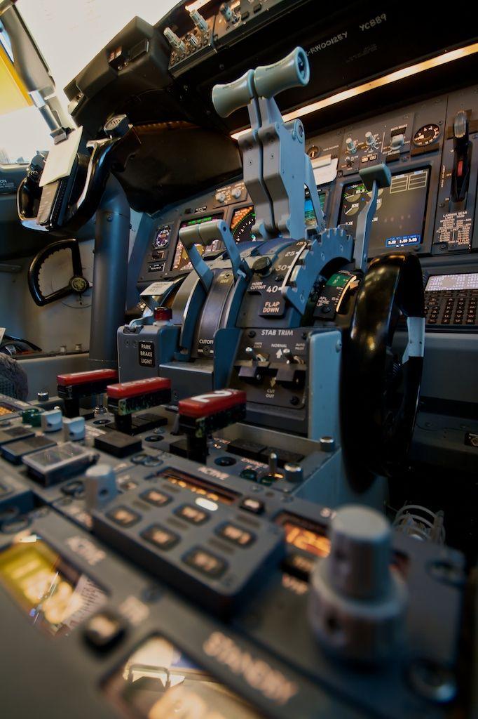 airviation: Boeing 737-800 throttle quadrant ..a beautiful sight