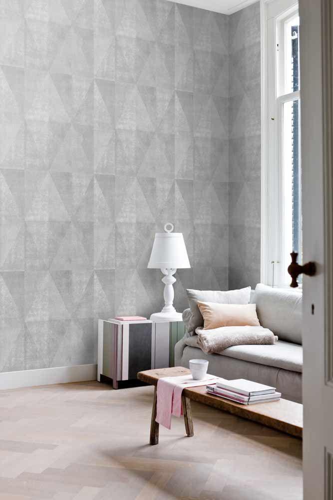 Fräck tapet med geometriskt mönster från kollektionen Kvadrat 17041. Klicka för att se fler inspirerande tapeter för ditt hem!