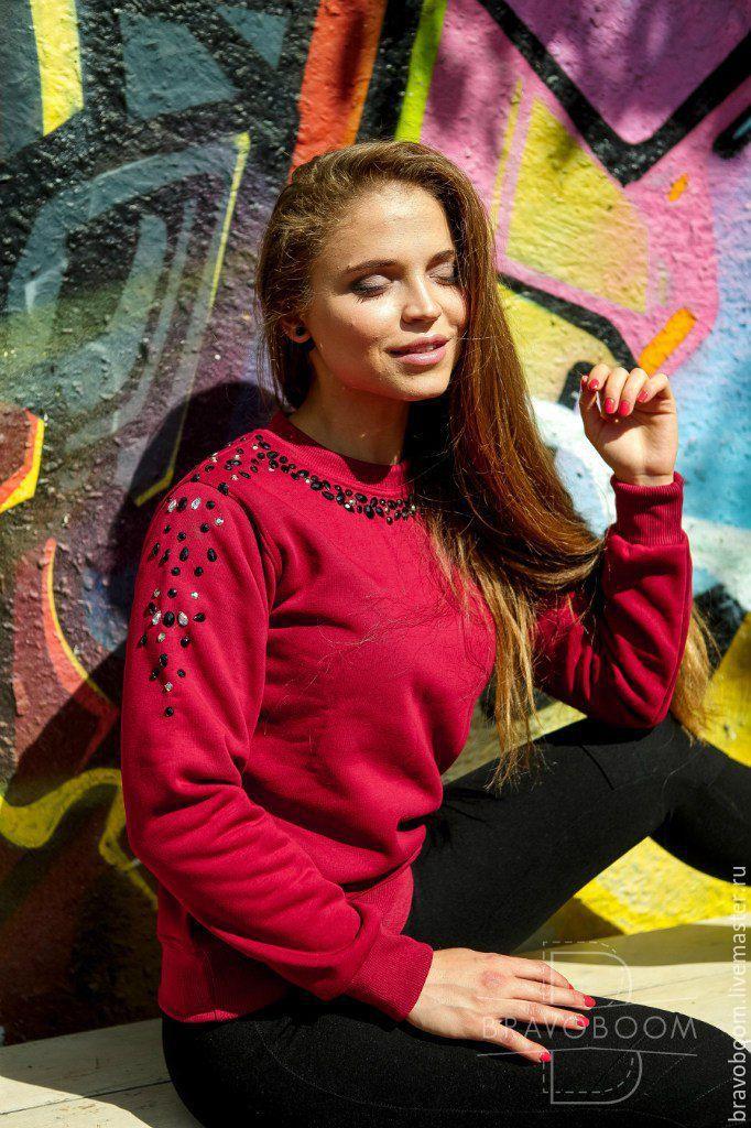 Купить Бордовый свитер с черно-белыми стразами - бордовый, свитшот, свитшот на…