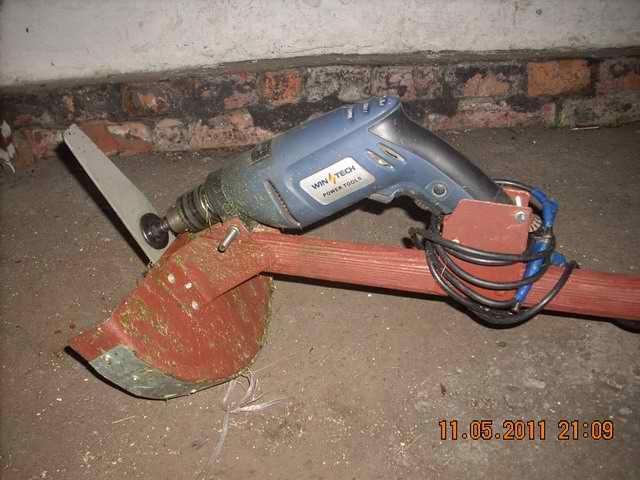 Самодельная электрическая газонокосилка из болгарки или электродрели