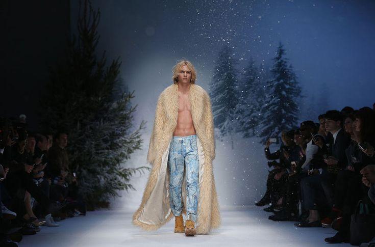 De mannemodeweek in Londen is achter de rug en wij blikken terug op de meest opvallende looks die de ontwerpers voor volgende winter in gedachten hebben. Jeremy Scott van Moschino stuurde naast mannen ook vrouwen in ski-outfits de catwalk op.
