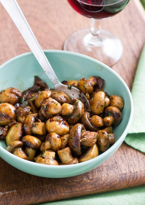 For mushroom lovers! Fantastic sautéed mushrooms recipe with garlic, white wine and lemon @bestrecipebox