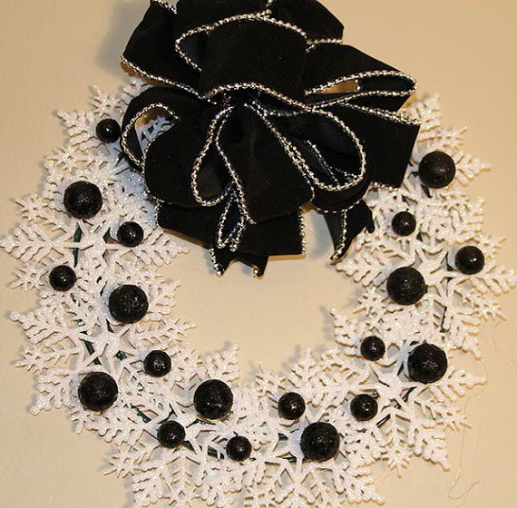 Christmas Snowflake Wreath - Black and White Snowflake Wreath #etsy  #etsymnt