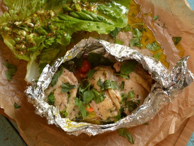 Batyus csirkecombfilé vele sült zöldségekkel és római saláta kétféle öntettel - Receptek | Ízes Élet - Gasztronómia a mindennapokra