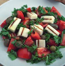 Νόστιμη, ευωδιαστή σαλάτα με λιτά και ουσιαστικά υλικά που μοσχομυρίζει καλοκαίρι