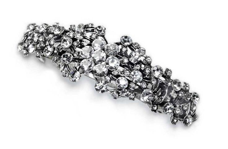 Bogato zdobiona białymi kryształowymi kamieniami spinka francuska. Automat o długości 8 cm, trwale utrzymuje ozdobę we włosach. Jego trwałość poznało już wiele wymagających klientek.
