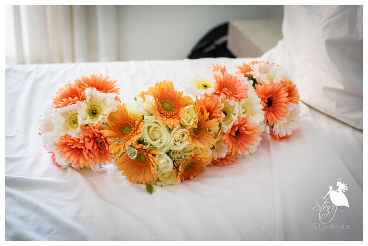 Coral and white roses! perfect for a summer wedding!