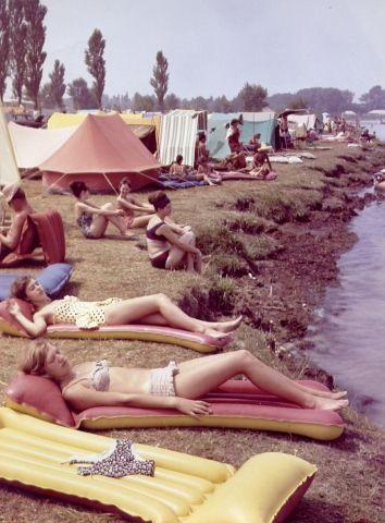 Balaton-retro - azok a matracok, nekünk piros-kék volt