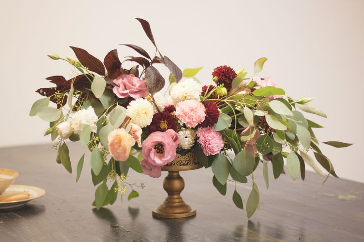 Roses and peonies for an unforgettable wedding.