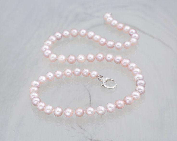 Naszyjnik: pastelowe różowe perły.   #wedding #ślub #ślubneinspiracje #naszyjnik #naszyjnikzpereł #perły #różowy #pastele