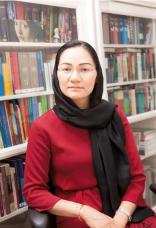Shirin Musa (37, geboren in Pakistan en opgegroeid in Nederland) dwong als eerste vrouw in Nederland via de rechter een religieuze scheiding af. Nu zet zij zich met haar organisatie Femmes voor Freedom in om ook andere vrouwen te bevrijden uit huwelijkse gevangenschap en mishandeling en slavernij binnen het huwelijk.