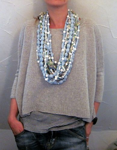 Love the layers, the boxy top and the necklace. Ravelry: Boxy pattern by Joji Locatelli