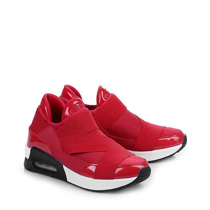 Lässiger Sneaker in Lackleder-/Neopren-Optik,Plateau in weiß, Profillaufsohle,Gummizugeinsätze auf dem Blatt,Gepolstertes Luftkissen,Der Schuh ist schmal geschnittenzum Angebot weiterlesen    Sneaker in rot für 79,90 EUR→