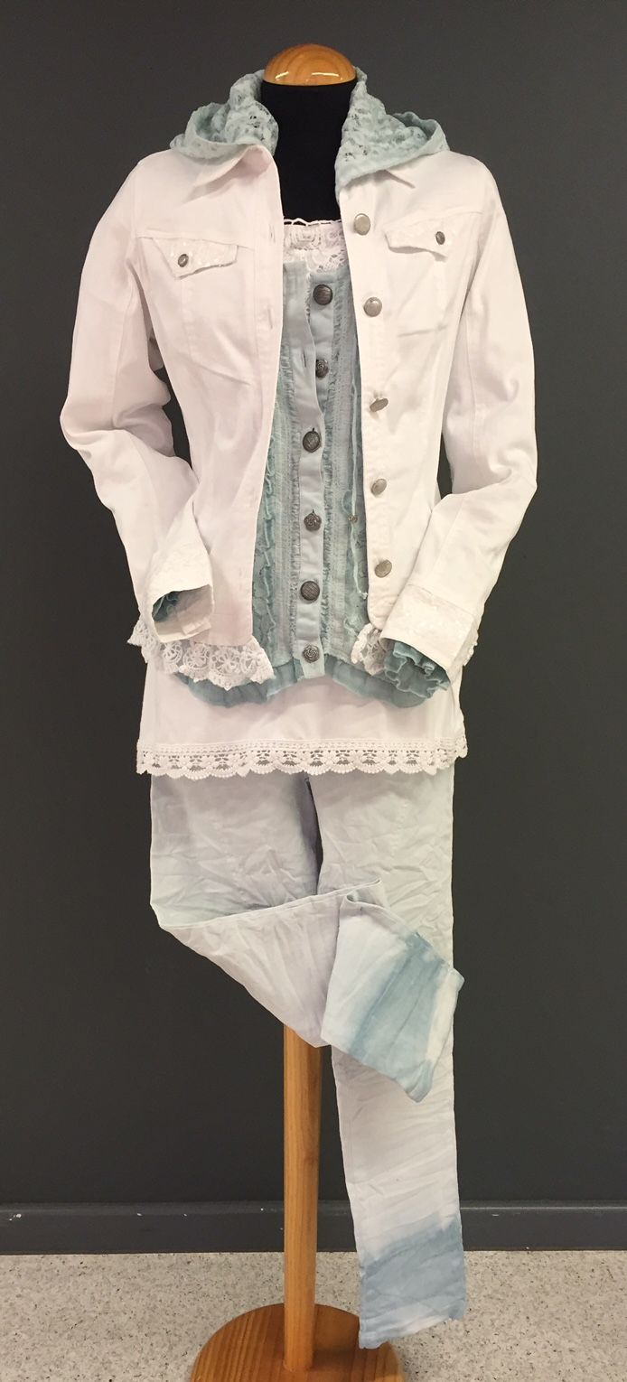 White Jacket with Sequins detail and double dye trousers!  www.minootex.de