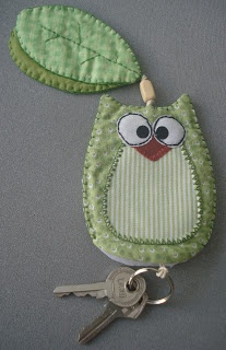 Para proteger as chaves na bolsa, ou proteger as demais coisas que lá levamos... uma boa ideia,.... :)