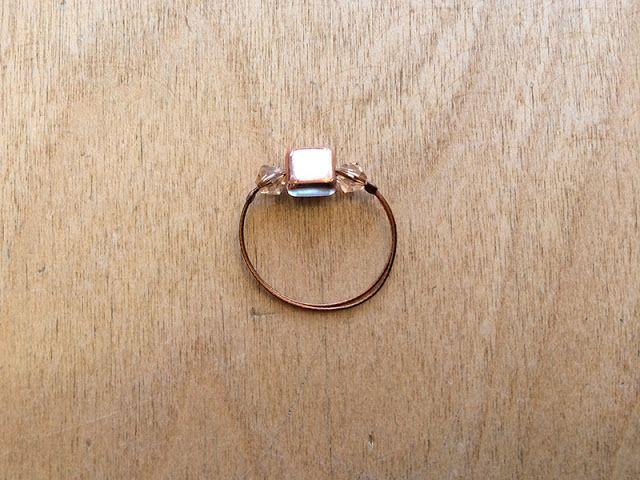 Ringe aus Schmuckdraht und Perlen