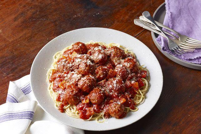 Un plat de spaghettis et de boulettes prêt en quelques minutes? Oui, vous le pouvez grâce à des saucisses italiennes et à une sauce à la poêle facile à préparer.