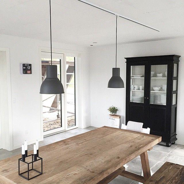 Spisebord og lamper