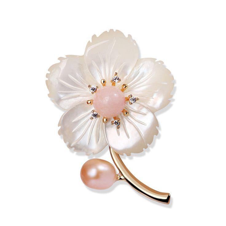 Unikátna brošňa v tvare jednoduchého kvetu s perlami