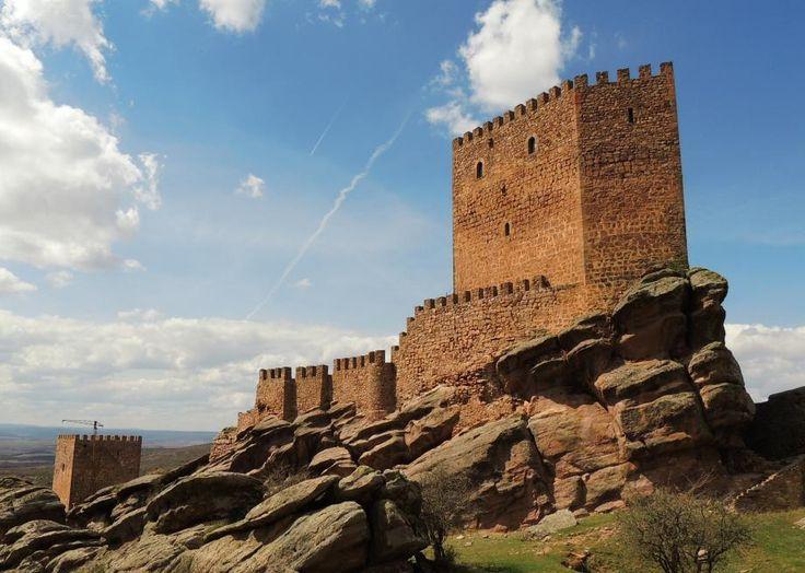castillo de zafra a spanish castle that looks like something out of a jrr tolkien fever dream - Slate Castle Ideas