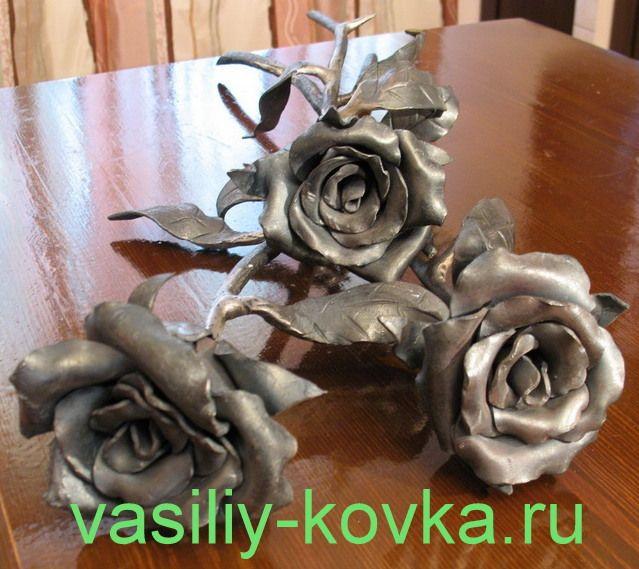 http://vasiliy-kovka.ru/foto-khudozhestvennoy-kovki/foto-kovanykh-roz