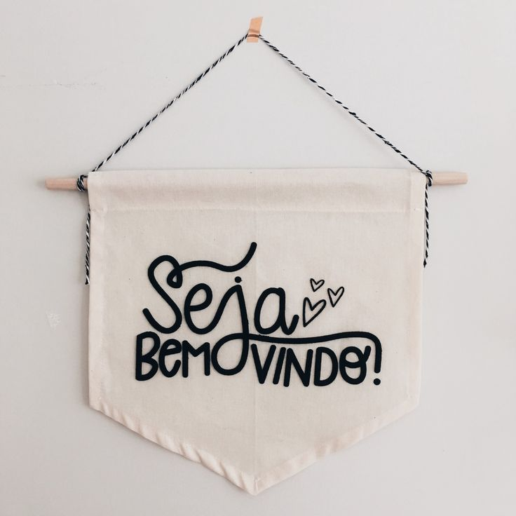 Seja Bem-vindo no nosso lar cheio de amor!!!    Material: Algodão Cru e Feltro    Tamanho Aproximado  30x35 cm  _____    Desenvolvidas com muito amor e dedicação  Estampadas, costuradas e embaladas manualmente  Enviamos para todo o Brasil