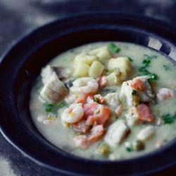 Kwestia Smaku - Przepyszna zupa porowo - ziemniaczana z wędzonym łososiem   Zupy   Kwestia Smaku