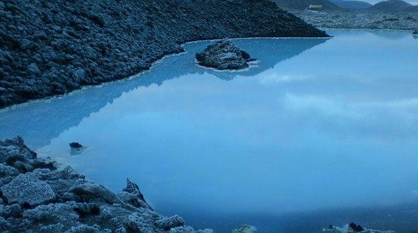 Baños termales en la laguna azul Islandia