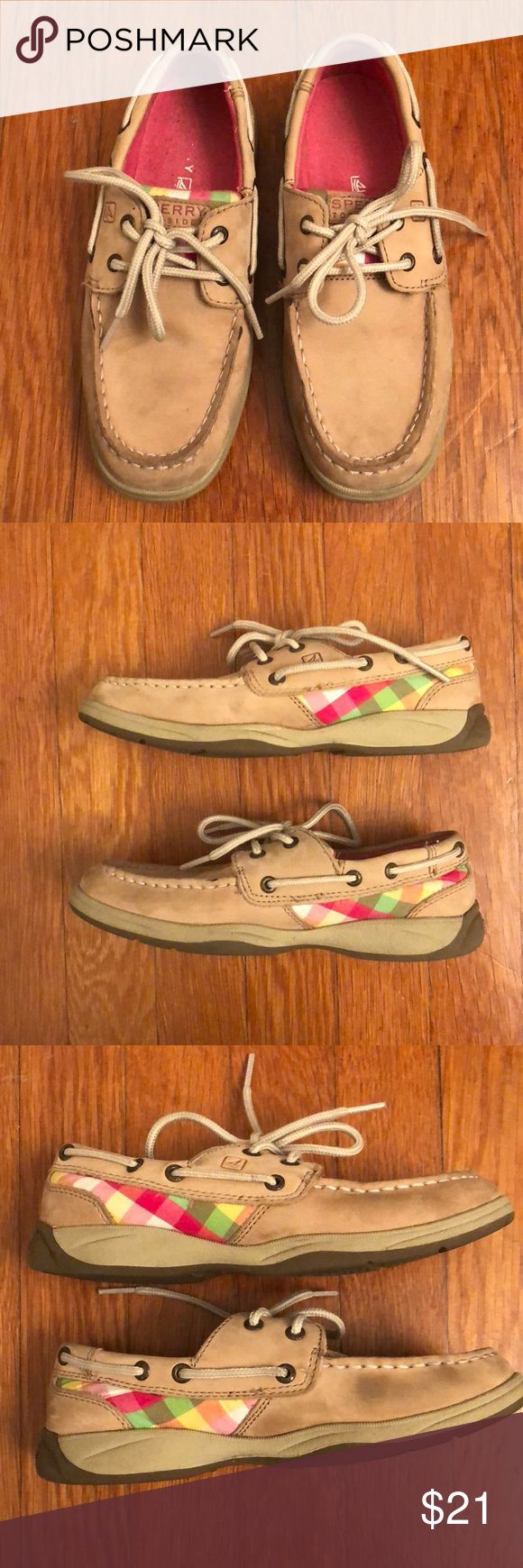 Girls Sperry Top Sider Shoes Size 2.5M Girls Sperry Top Sider Shoes Size 2.5M plaid cloth and leather. In good condition with some wear, please scroll through pictures. There is some separation that I'm sure could be easily repaired, tread has little wear. Please message me with any questions :) Sperry Top-Sider Shoes