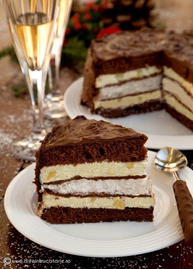 TORT de cacao MOUSE de ANANAS ( frisca, gelatin si ananas) BEZEA ( cu nuca de cocos) si glazurat cu ciocolata topita