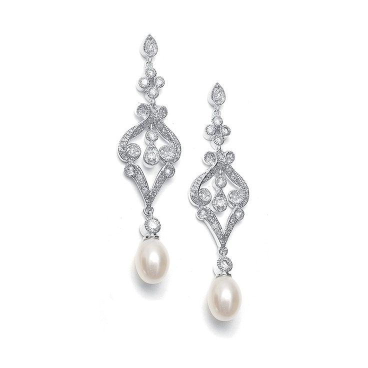 Boucles d'oreilles forme chandelier avec une perle d'eau douce pour une style vintage.