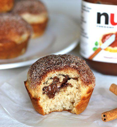 Muffins fourrés au Nutella et saupoudrés de sucre à la cannelle