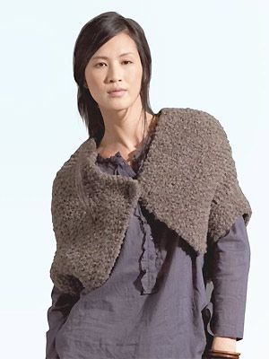 A simple design in soft wool - free #knitting pattern for a modern shrug