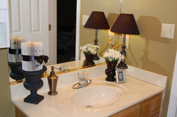 Bathroom counter decor like the lamp - How to decorate a bathroom counter ...